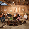 Vida no Sul apresenta a latinidade de Raúl Quiroga e a música tradicionalista do grupo Herança Serrana