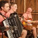 Vida no Sul apresenta a integração da música gaúcha e alemã com Os 3 Xirus e Orquestra La Montanara