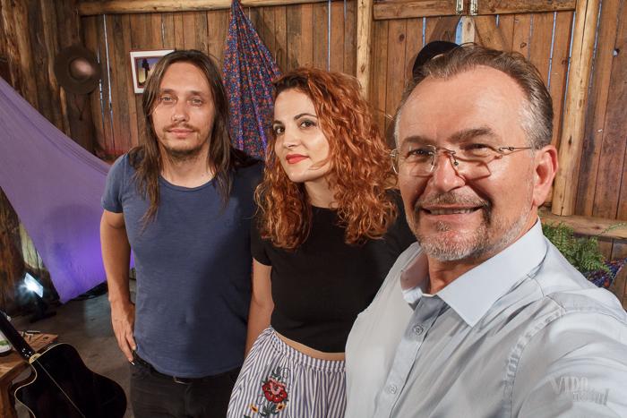 #SelfieDoGringo com Mari Martinez, acompanhada do seu companheiro e violonista Lucas Hanke (Foto: Marcelo Ferreira/ICPJ)