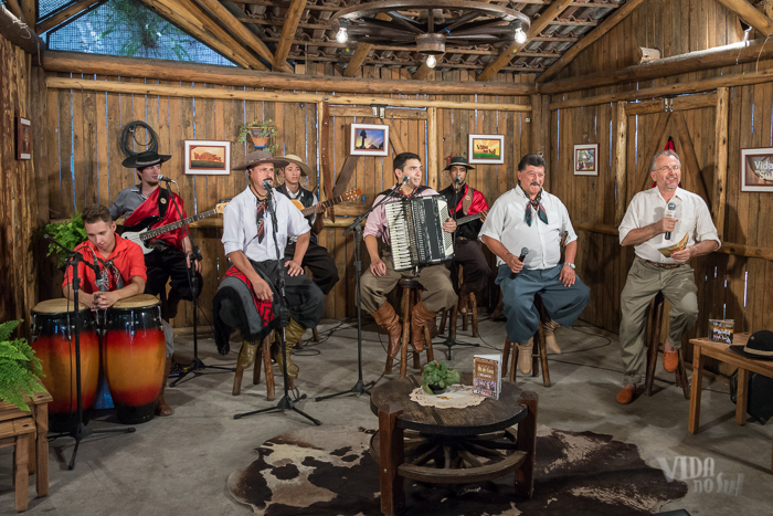 Gravando com o grupo Oh de Casa (Foto: Tiago Giannichini/ICPJ)