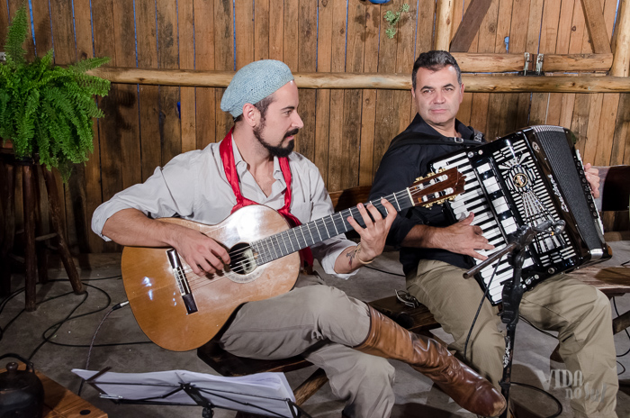 Maykell Paiva acompanhou Elias Resende no violão (Foto: Tiago Giannichini/ICPJ)