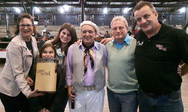 Odilon Ramos e sua família receberam um kit chimarrão de presente do Vida no Sul