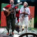 Odilon Ramos celebra 50 anos de radialista gravando programa de rádio junto de amigos e parceiros