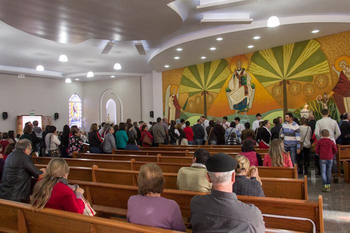 No interior da igreja, foi dada a bênção da saúde  (Foto: Marcelo ferreira/ICPJ)