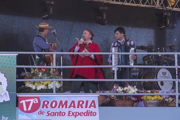 Gringo apresenta a dupla Gracio e Índio Pessoa (Foto: Marcelo ferreira/ICPJ)