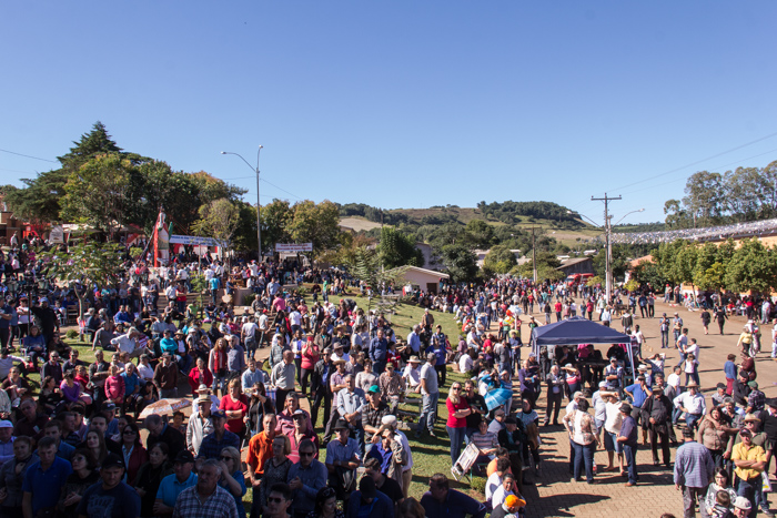 Praça cheia para a gravação do Vida no Sul durante a romaria (Foto: Marcelo ferreira/ICPJ)