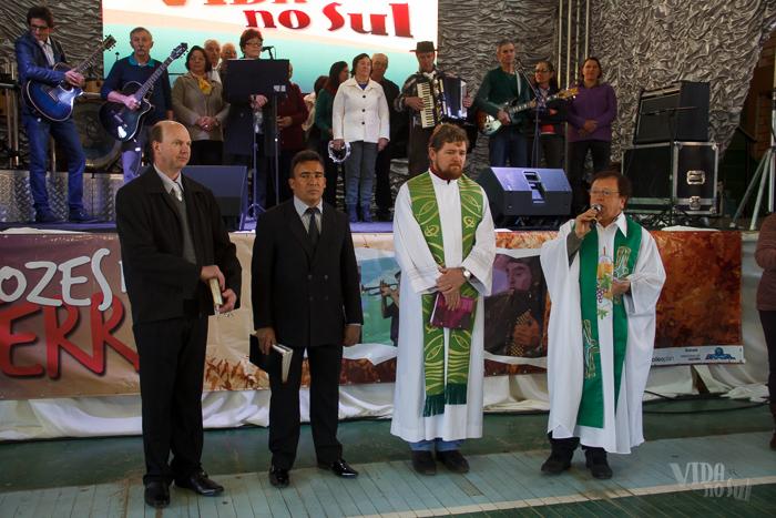 Momento de fé ecumênica: representantes de diferentes religiões abençoaram os presentes (Foto: Marcelo Ferreira/ICPJ)