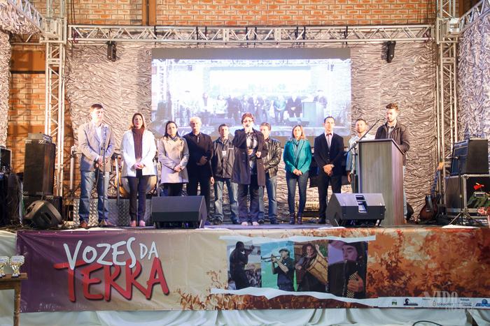 Cerimônia de abertura da festa do Agricultor e Motorista de Charrua reuniu autoridades municipais e representantes das organizações que organizaram o evento (Foto: Marcelo Ferreira/ICPJ)