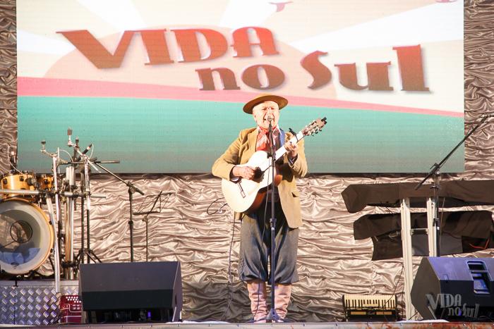 Antônio Gringo abriu as apresentações musicais do dia (Foto: Marcelo Ferreira/ICPJ)
