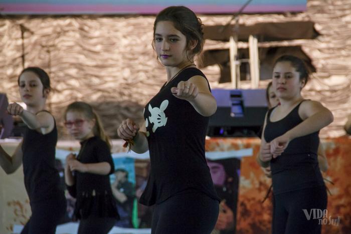 Jovens do grupo de dança de Charrua mostraram seu talento (Foto: Marcelo Ferreira/ICPJ