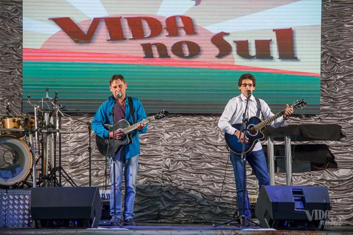 Também da região, Mila e Hélio tocaram no evento (Foto: Marcelo Ferreira/ICPJ)