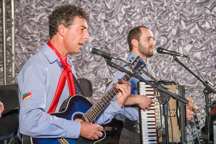 Artistas da região, Gilberto e Elias tocaram na festa (Foto: Marcelo Ferreira/ICPJ)